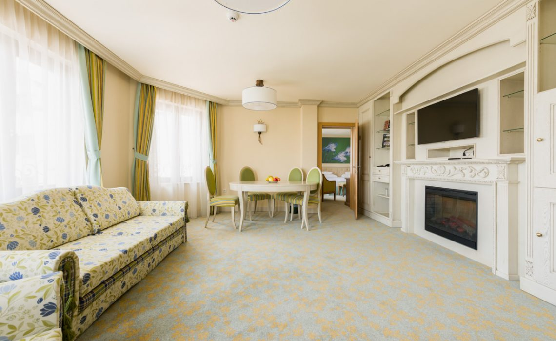 Presidential Garden Suite + Interconnecting Room Hotel Sonnenhof Suceava